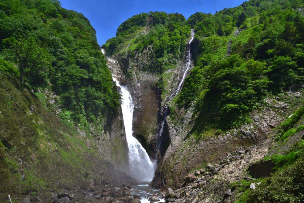 春の称名滝