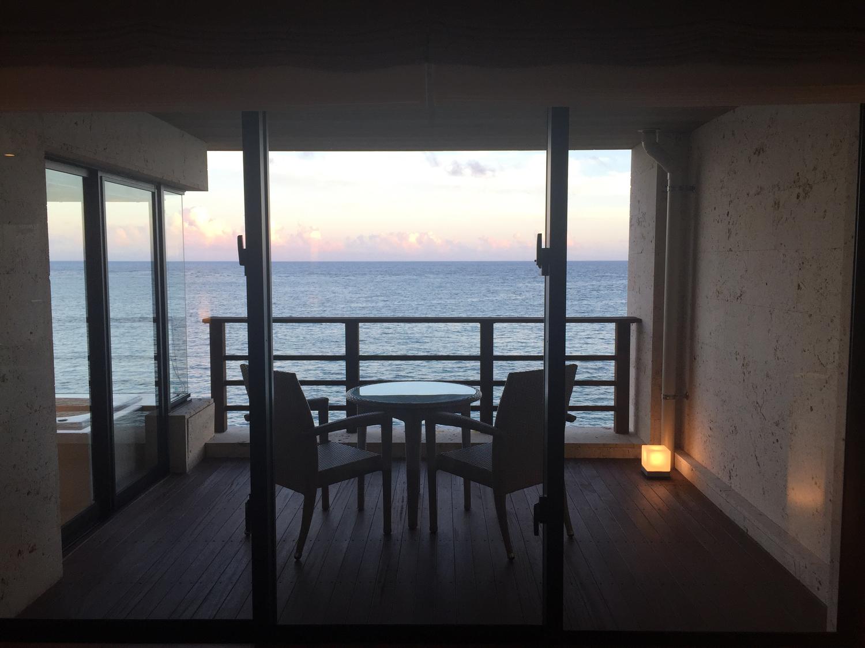 一度は泊まりたい極上の宿!沖縄の「百名伽藍」が、まるで琉球王国のお城みたいで美し過ぎる…