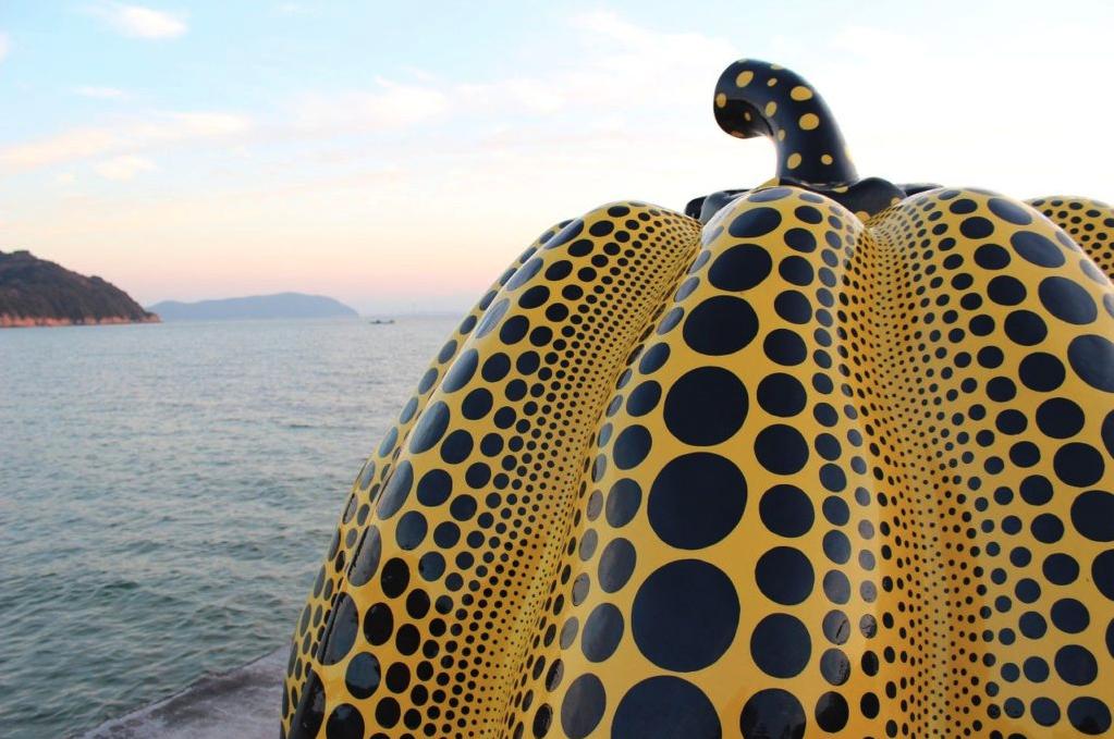 香川「直島」の観光スポットまとめ。島のいたるところにアート作品!