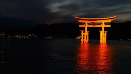 厳島神社のライトアップ