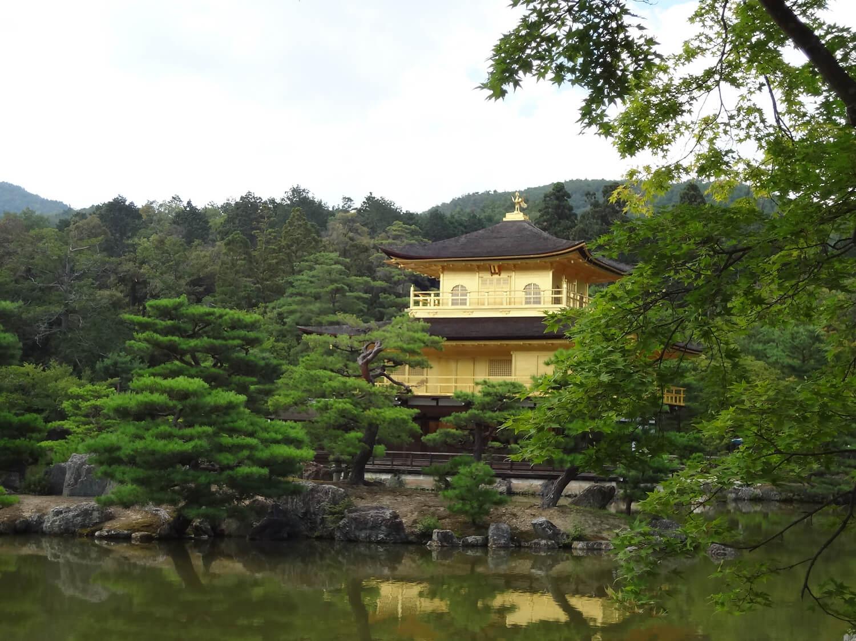 金閣寺の鏡湖池